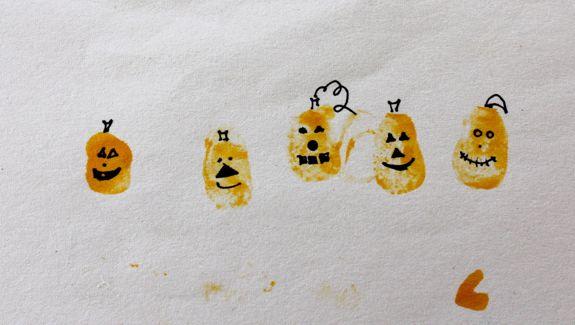 Fingerprint Pumpkins Halloween Craft | HelloGlow.co