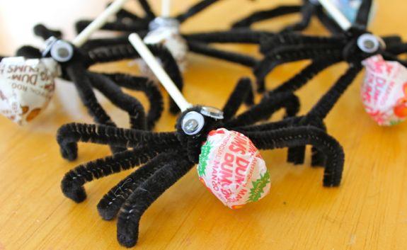 Lollipop Spider Halloween Craft | HelloGlow.co