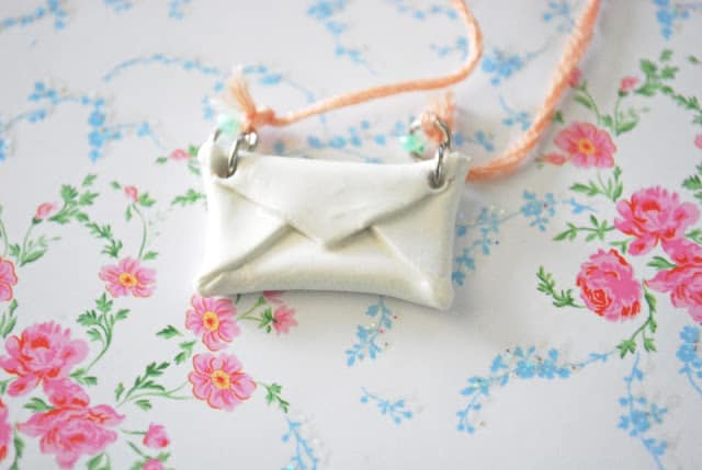DIY clay envelope necklace - Stellaire