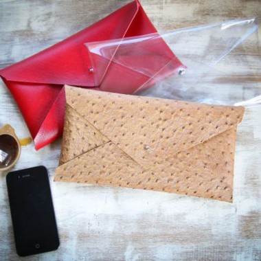Make a No Sew Vinyl DIY Pouch in 10 minutes