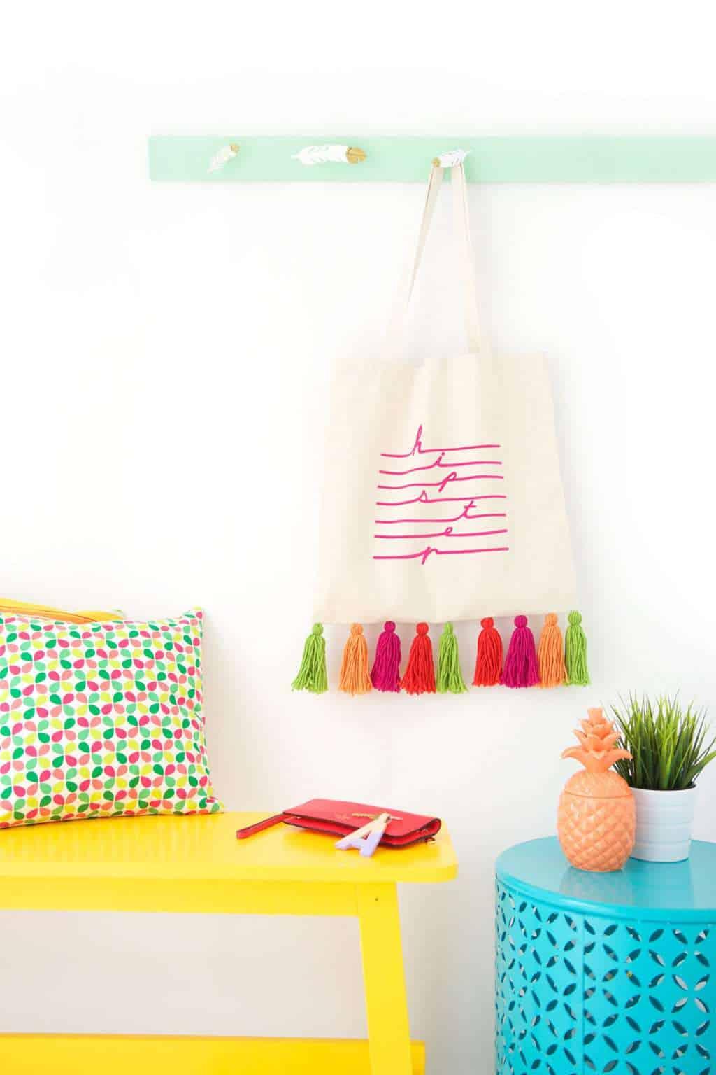 Easy Yarn Tassel Tote Bag from Damask Love