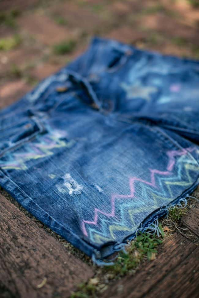 DIY Jean shorts with chalk