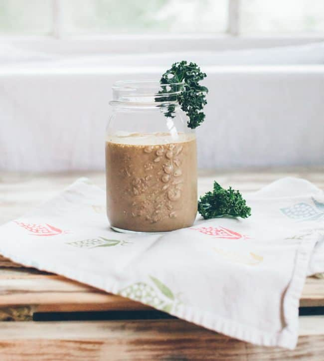 Chocolate Chia Smoothie + 12 More Fast, Easy Smoothie Recipes | HelloGlow.co