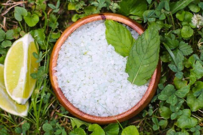 DIY Bath Salt with Mint and Lemon | Henry Happened