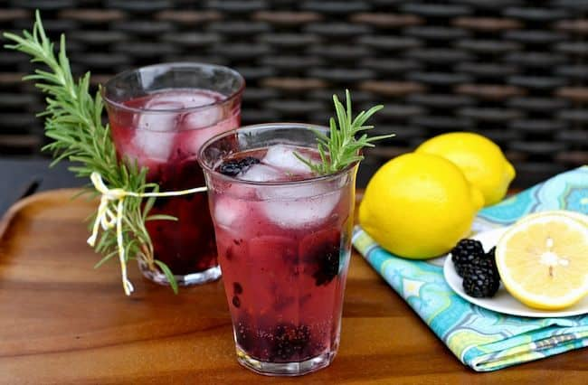 Fizzy Gin Cocktail with Blackberries + Rosemary | Hello Glow