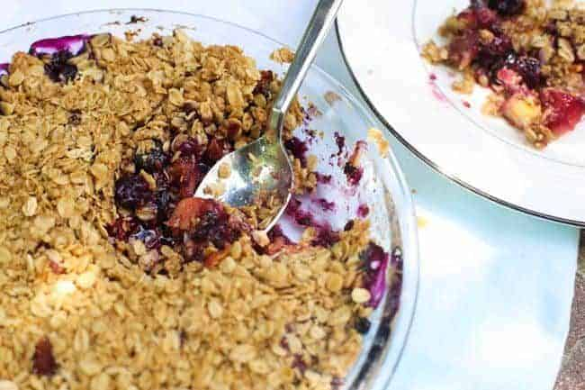 seasonal berry crumble