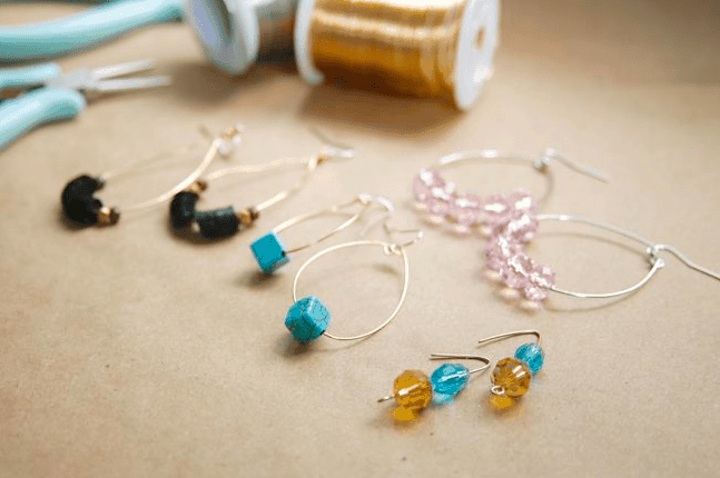Diy jewelry handmade jewelry ideas do it yourself jewelry tips 3 ways to diy your own earrings in 5 minutes or less solutioingenieria Image collections