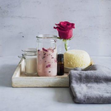 10 Homemade Bubble Bath Recipes | Hello Glow