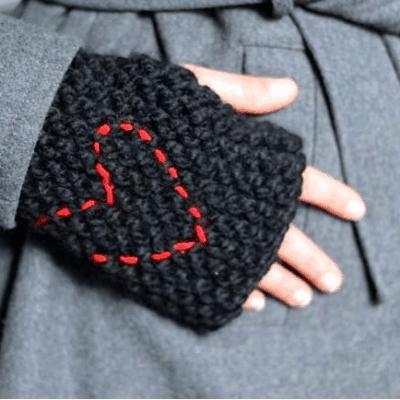 50 DIY Scarves, Hats + Gloves