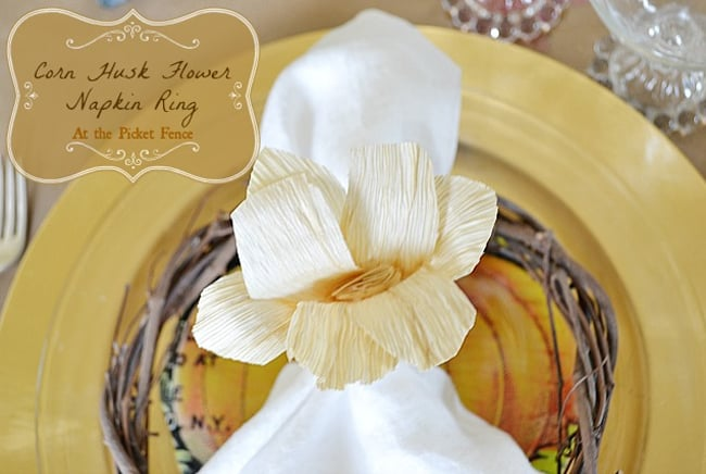 DIY Cornhusk Flower Napkin Ring