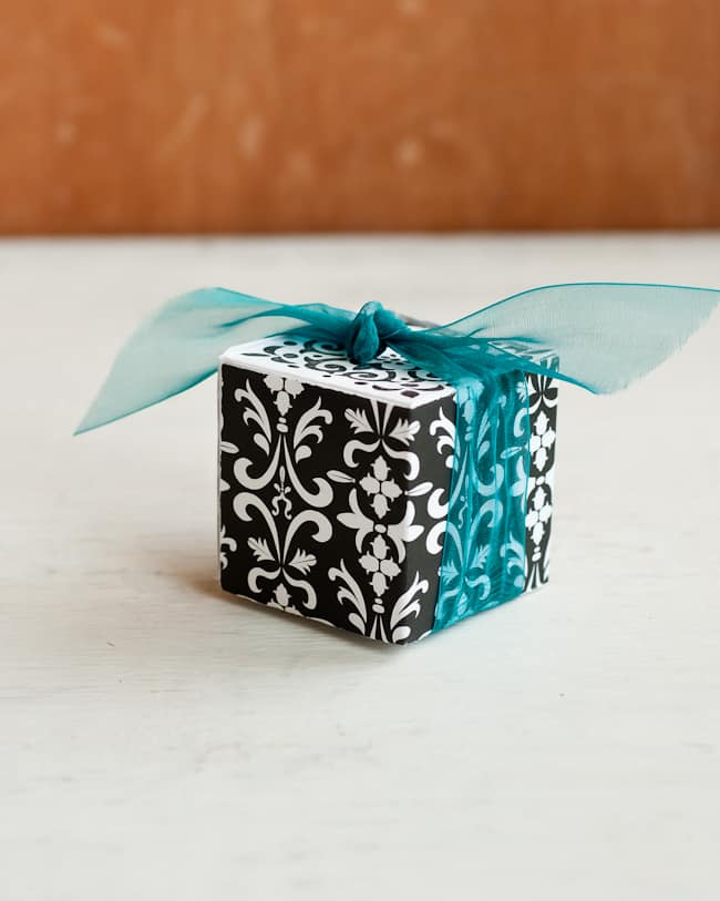 Gift box   Hello Glow
