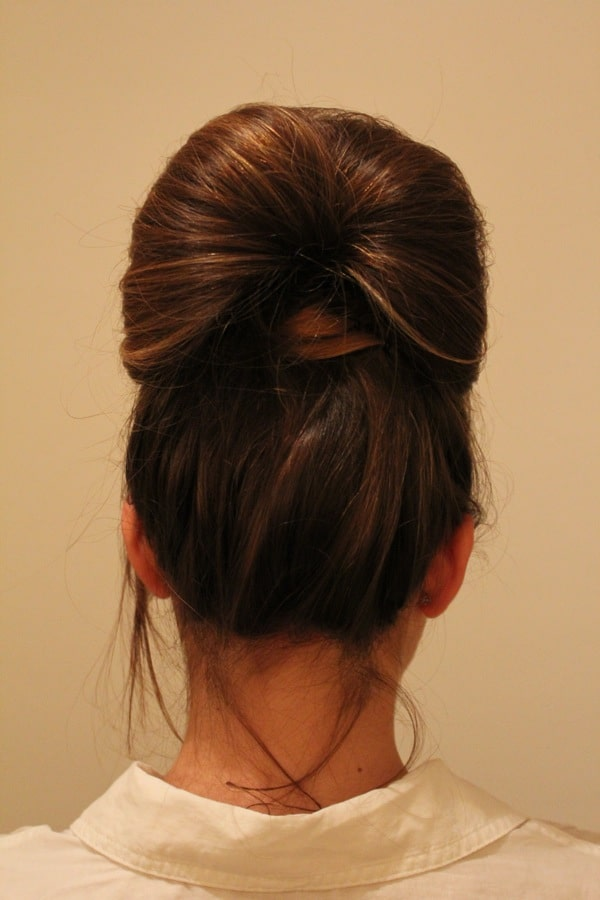 A modern bun by Jetting to the Wedding