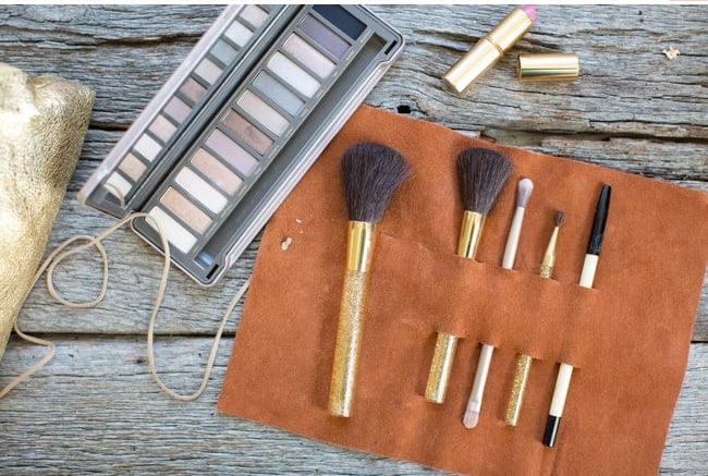 Makeup brush holder | Hello Glow