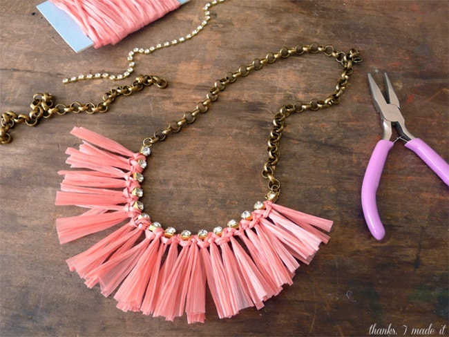 Raffia necklace | Hello Glow