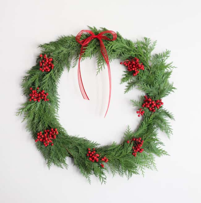 A 20 Minute Diy Holiday Wreath Hello Glow
