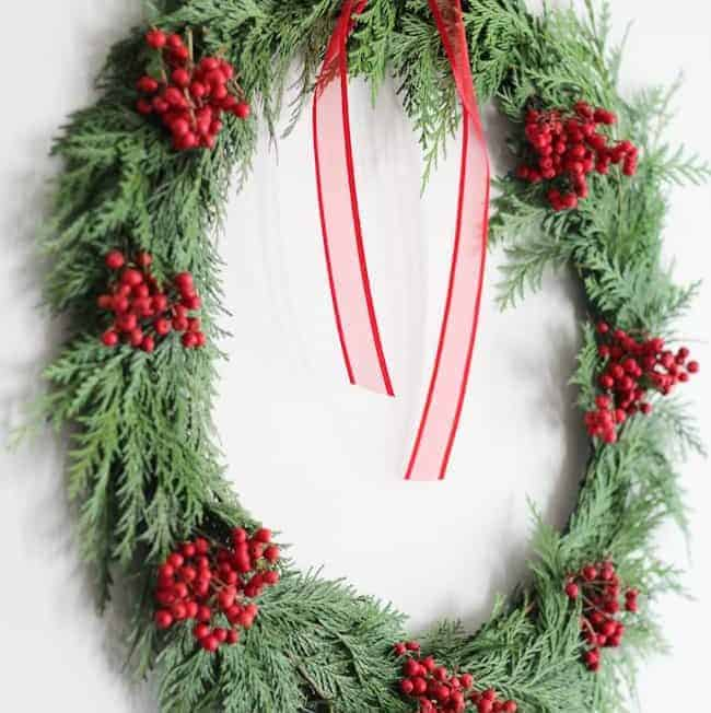 A 20-Minute DIY Holiday Wreath