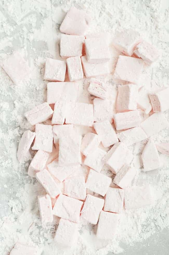 Homemade Peppermint Marshmallows | HelloGlow.co