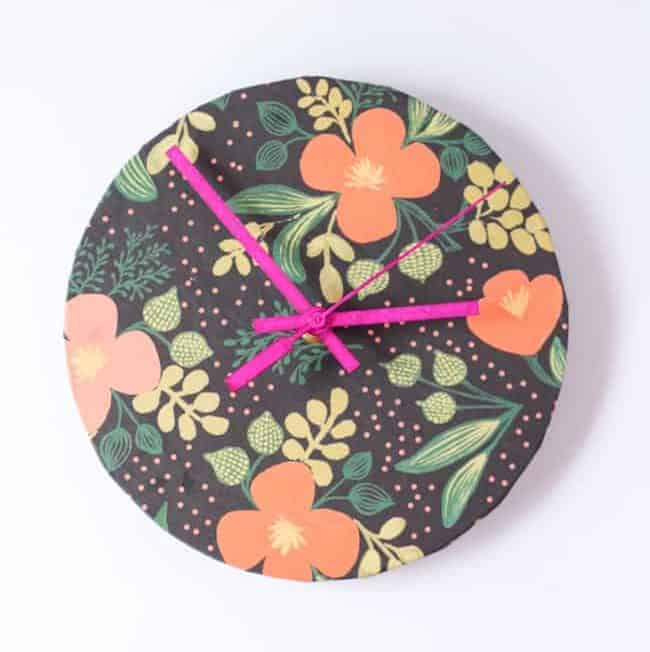 DIY Upcycled Wrapping Paper Clock