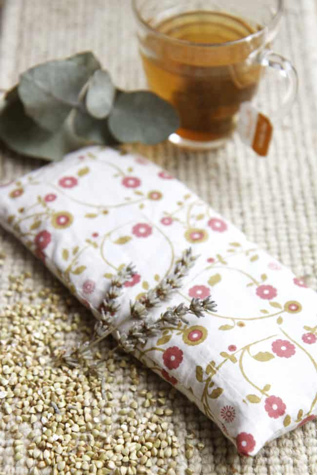 DIY Buckwheat + Lavender Eye Pillow | Hello Glow