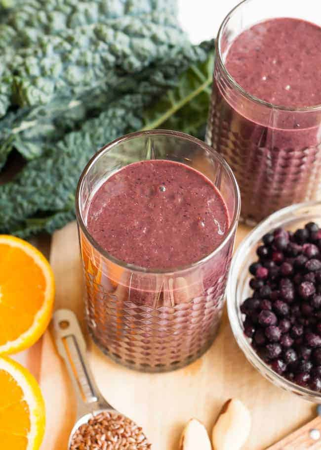 Wrinkle-Fighting Berry Kale Smoothie | HelloGlow.co