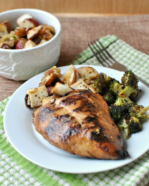 Grilled chicken and foil packet new potatoes with broccoli