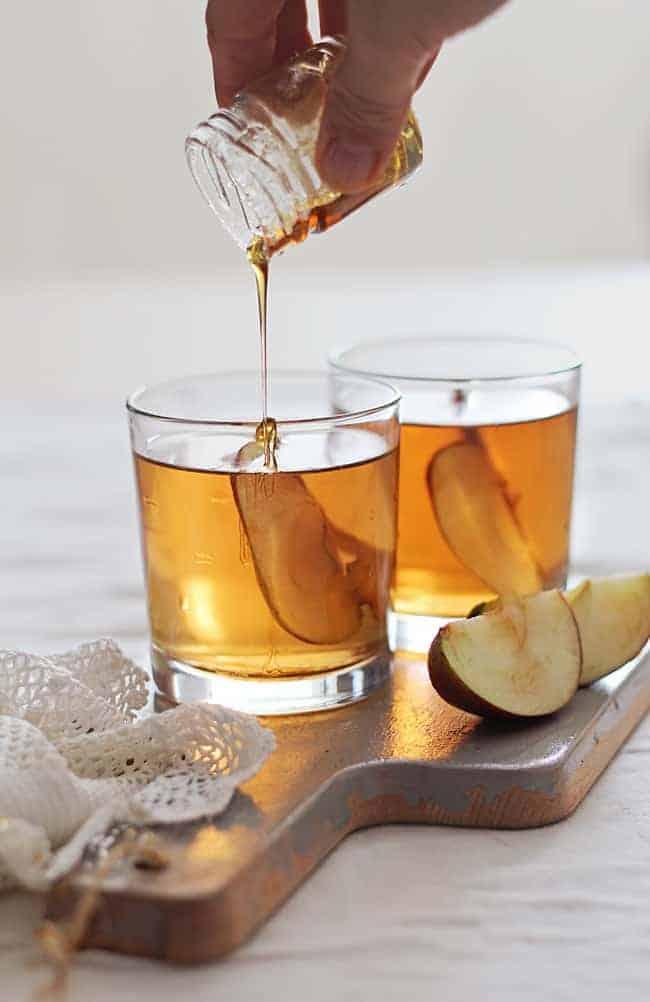 Koktail Sari Apel Bourbon Madu | HelloGlow.co