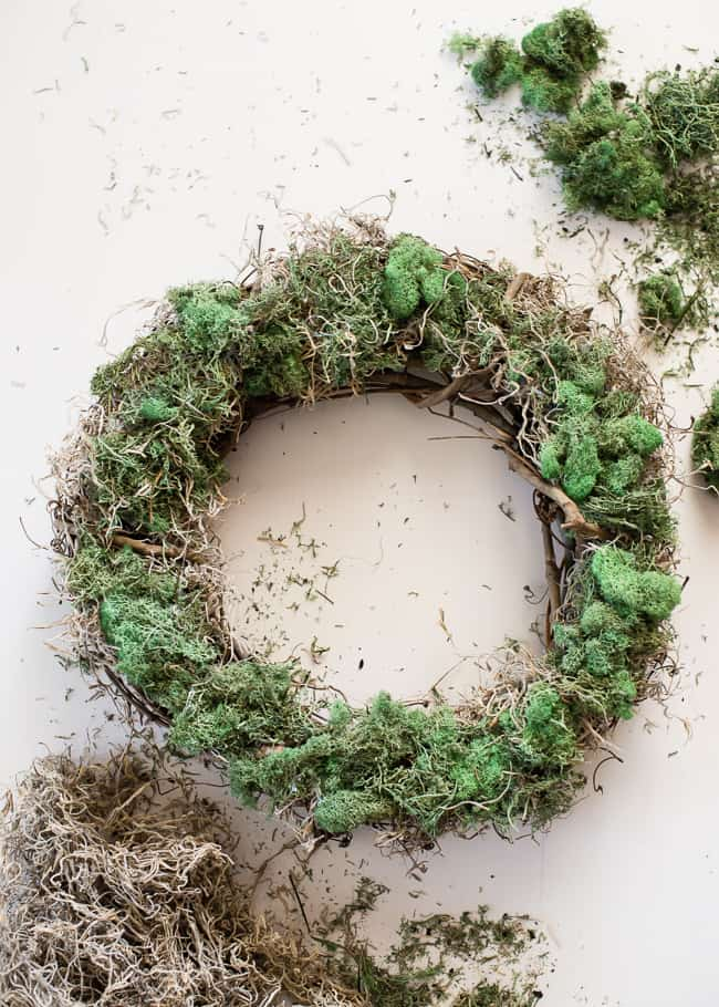 DIY Grapevine Moss Wreath | HelloNatural.co