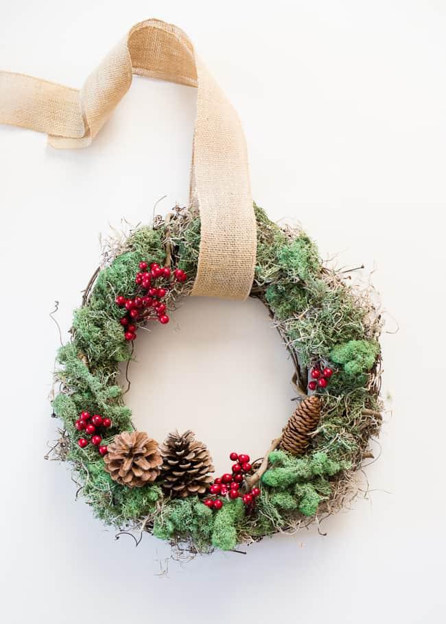 DIY Christmas Wreath   HelloNatural.co