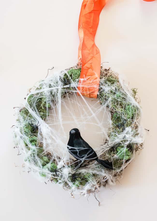 DIY Halloween Wreath   HelloNatural.co