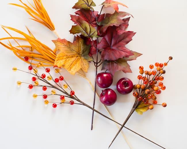 DIY Thanksgiving Wreath   HelloNatural.co