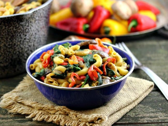 """Mac & """"Cheese"""" with Creminis, Peppers and Spinach"""
