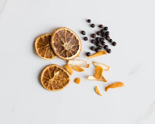 Citrus Juniper Pot Simmer   3 Holiday Pot Simmer Recipes   HelloGlow.co