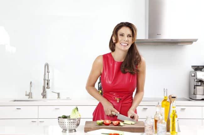 Lizanne Falsetto's Wellness + Beauty Tips (+ Her Aloe Vera Martini Recipe)   HelloGlow.co