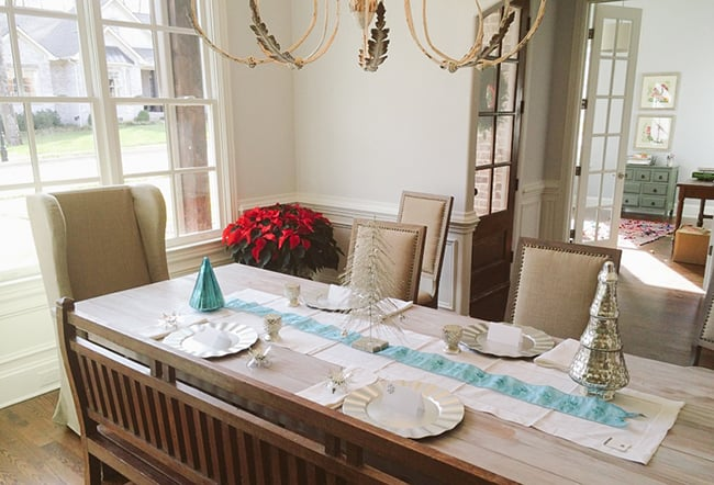 Sparkle and Dine Party Table Settings Giveaway | HelloGlow.co