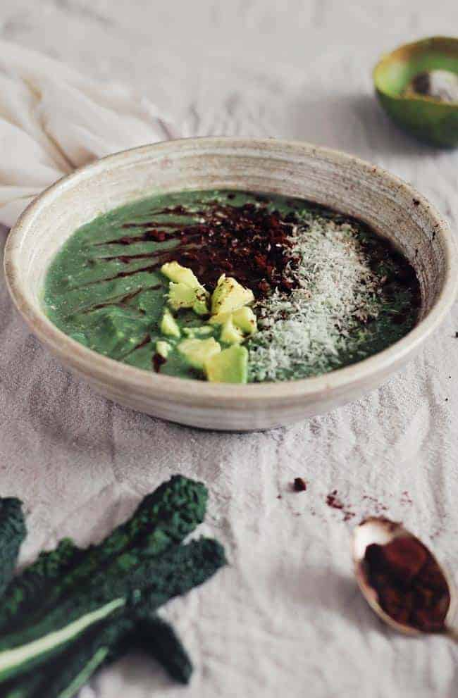 Chocolate-Mint Green Smoothie Bowl | Hello Glow