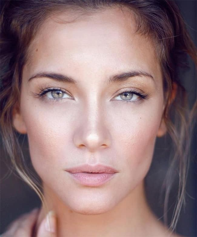Natural wedding makeup tutorial by Bridal Musings | 13 Natural Makeup Tutorials