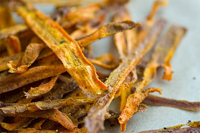 Curried baked carrot chips by Oh My Veggies | 30 Healthy Chip Recipes