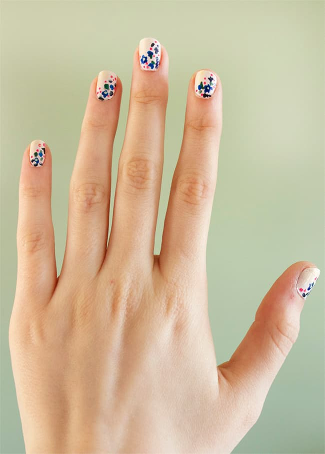 Easy spring floral nails by Quiet Lion Creations | 13 Flower Nail Tutorials