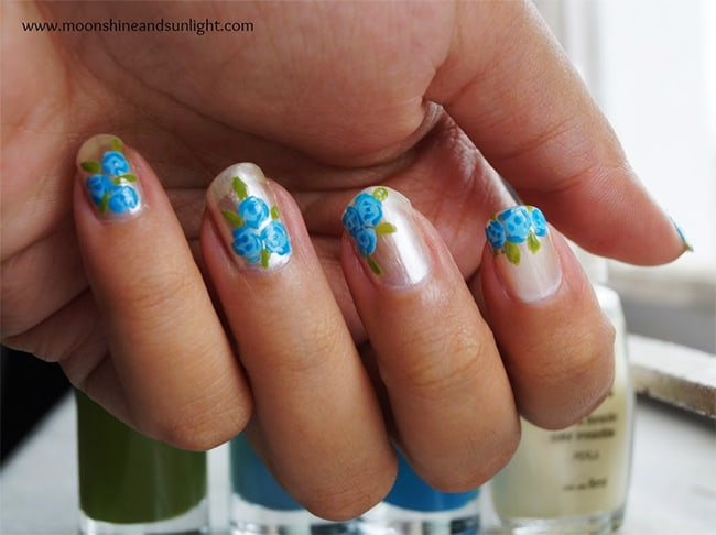 Blue roses by Moonshine & Sunlight | 13 Flower Nail Tutorials