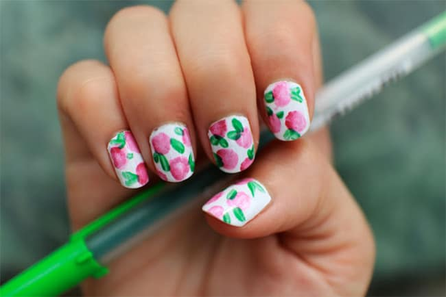 Floral manicure by Ink + Adventure | 13 Flower Nail Tutorials