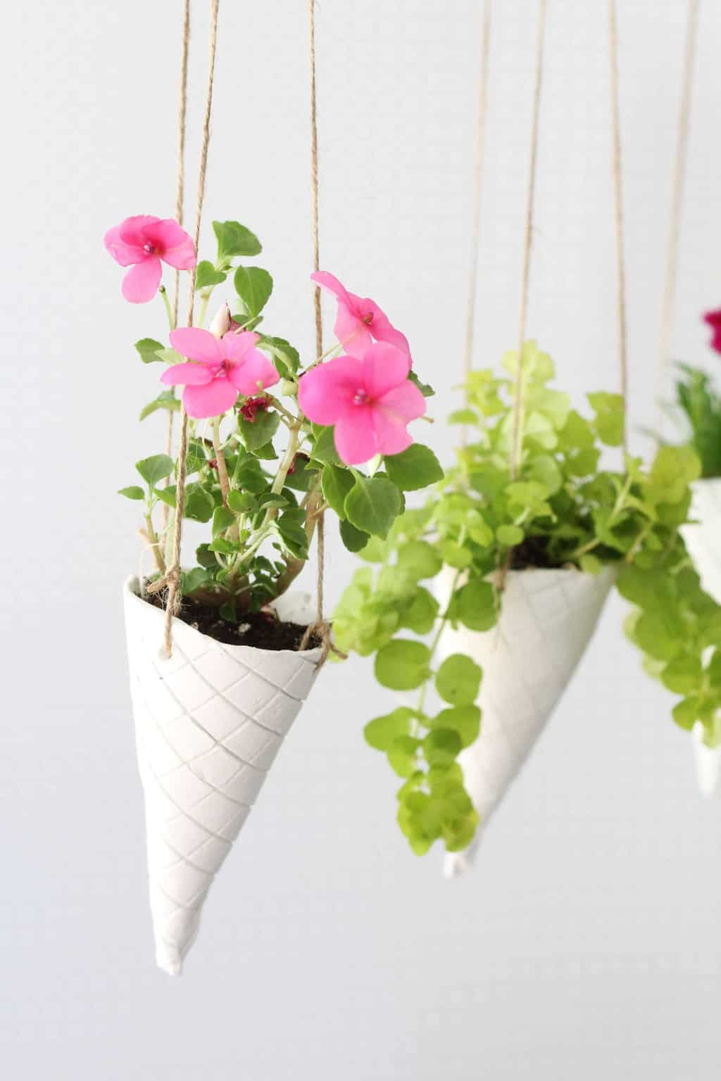 ice cream cone diy hanging planters. Black Bedroom Furniture Sets. Home Design Ideas