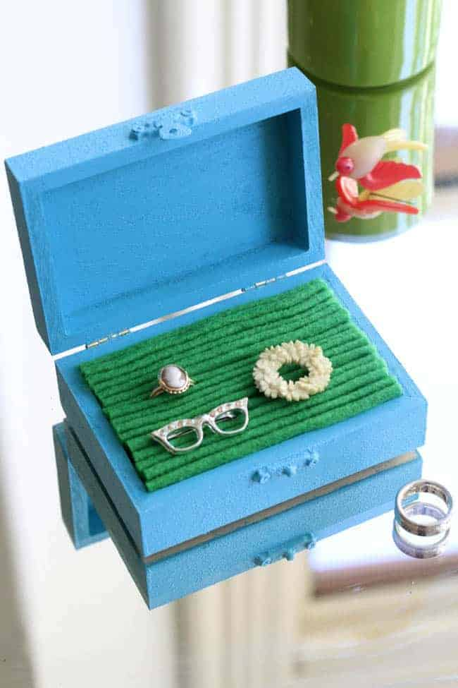 DIY Jewelry Box with Felt Lining | HelloNatural.co