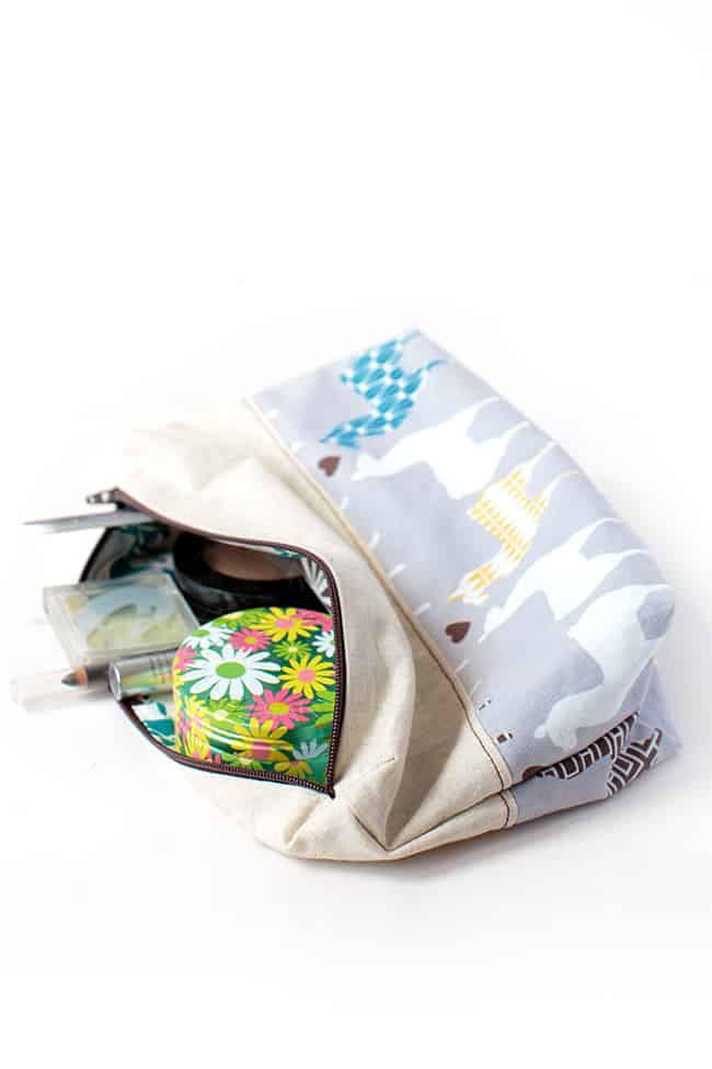 DIY zipper pouch | Stephanie Stanesby for HelloGlow.co