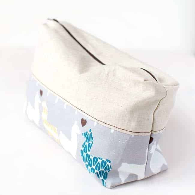 DIY zipper pouch| Stephanie Stanesby for HelloGlow.co