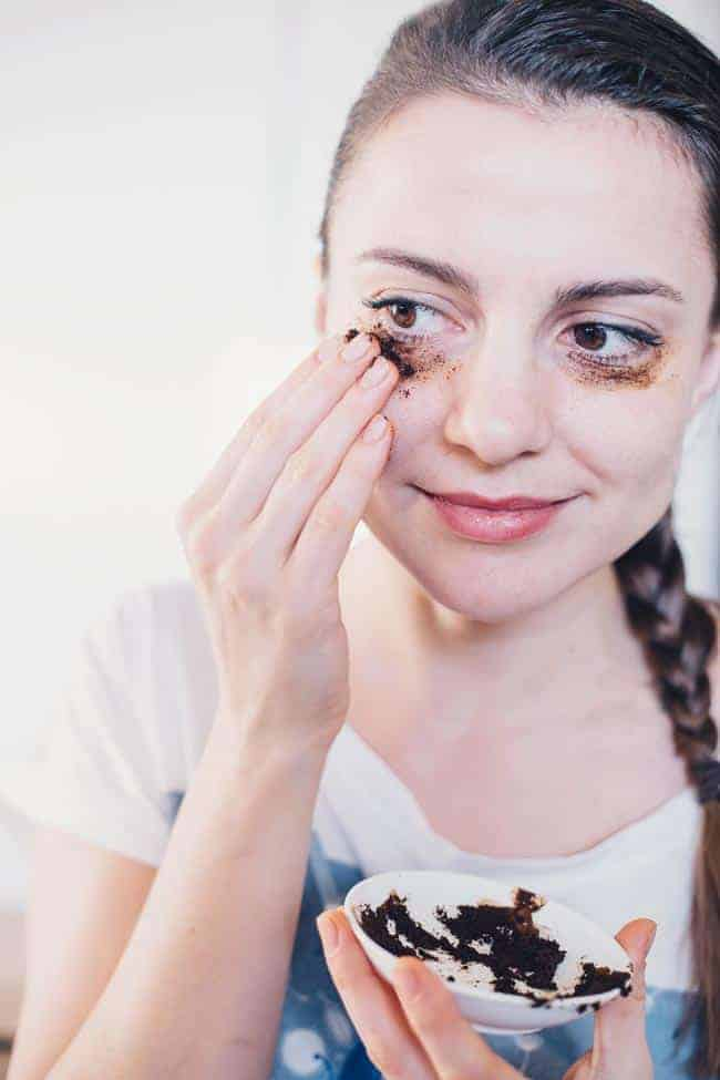 Coffee DIY Eye Mask for Puffy Eyes | 3 Ways to Anti-Age Your Eyes
