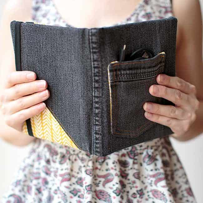 DIY e reader cover| Stephanie Stanesby for HelloGlow.co