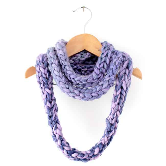 Finger Knitting Scarf : Kid craft how to finger knit an infinity scarf hello glow