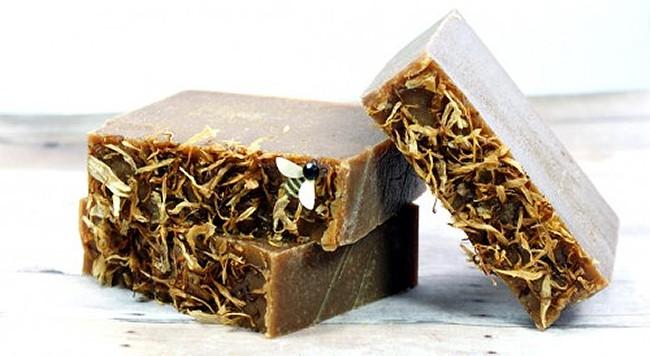 Green tea & turmeric soap   11 Turmeric Beauty Recipes