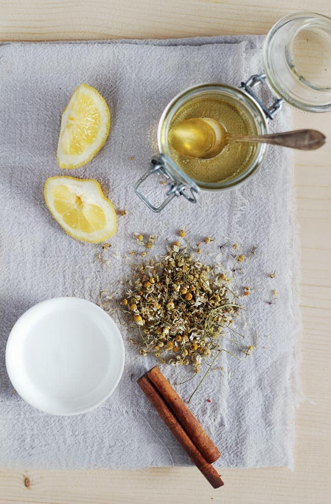 How to use chamomile to lighten hair color