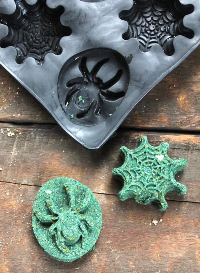 Spider web bath bombs